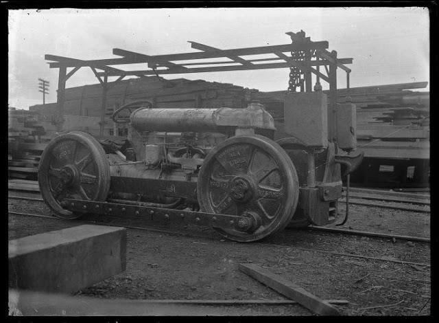 tractor-Fordson-model-F-tractor.jpg (42 KB)