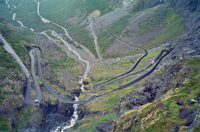 Trollstigen_Norway_2004.jpg (210 KB)