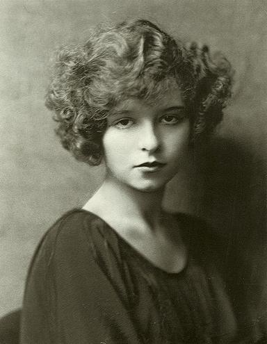 Clara_Bow_portrait_2.JPG (27 KB)