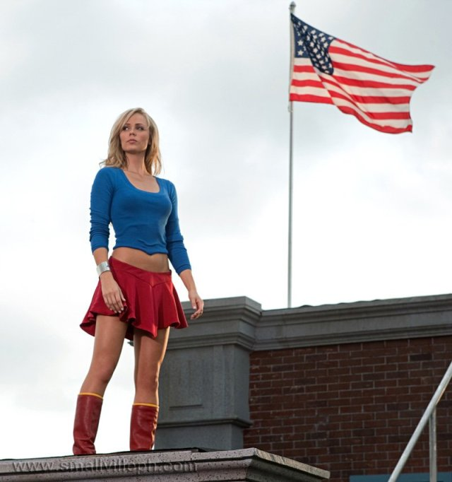 Supergirl-in-smallvile-sexy-costume-1.jpg (75 KB)