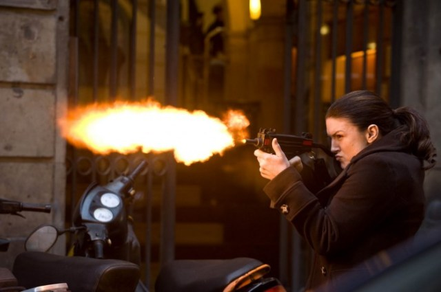 Haywire_Gina_Carano_MMA_fighter_as_spy_firing_Uzi_Steven_Soderbergh.JPG (105 KB)