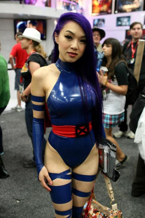 1927647-sdcc2011_comicvine_cosplay_0901_super.jpg (72 KB)