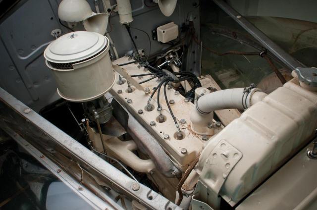 39-Pontiac-Plexiglas-Deluxe-Sedan-RM_SJ-e01-1280.jpg (122 KB)