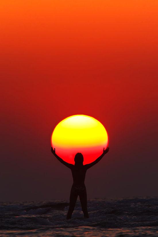 hold-that-sun.jpg (28 KB)