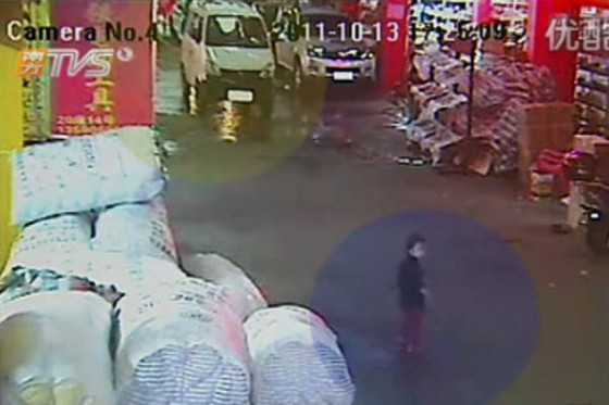 2-year-old-chinese-girl-ran-over-twice-ignored-by-18-passersby-01-560x373.jpg (43 KB)