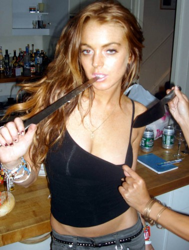 lindsay_lohan_knife_4_big.jpg (171 KB)