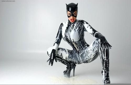 81b2f_BB_Catwoman_112.jpg (66 KB)