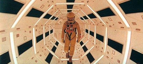 2001-spacesuit1.jpg (101 KB)