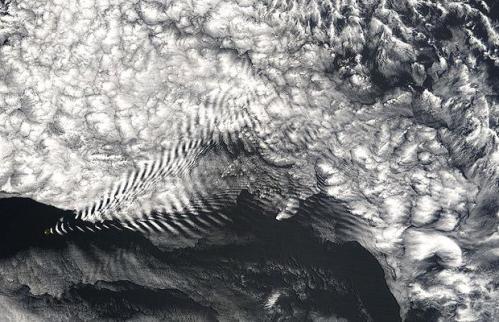 Aerial-wave-clouds_1411912i.jpg (77 KB)