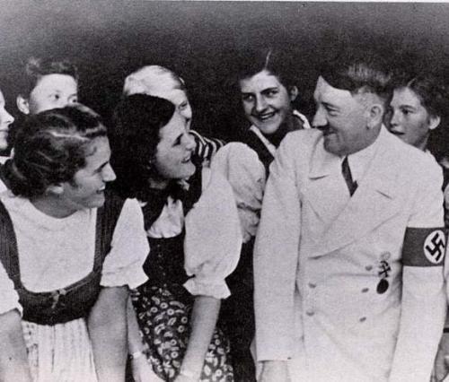 Hitler_Girls__School_Berchtesg.jpg (53 KB)