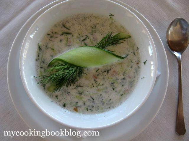 Таратор – Студена Млечна Супа с Краставици, Орехи, Чесън и Копър