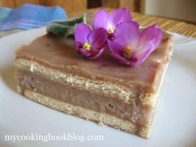 Бисквитената торта на леля Ани, с вишнив сироп и Крем с Какао и Нес кафе