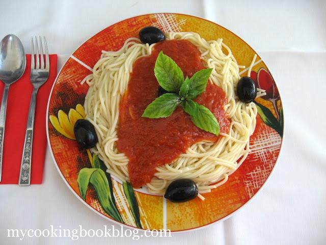 Спагети Наполитана или спагети с доматен сос
