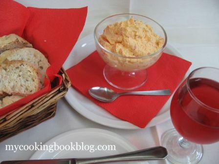 Тирокафтери или Дип със сирене Фета, Филаделфия, печени Чушки и Табаско