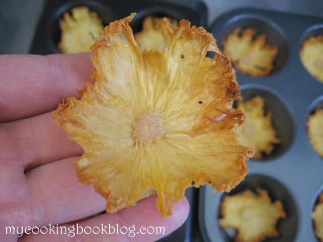 Как се правят цветя от ананас