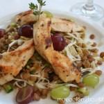 Салата с пилешко, леща и грозде