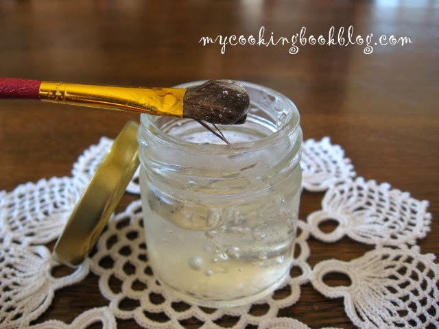 Как се прави сладкарско лепило (Edible Glue)