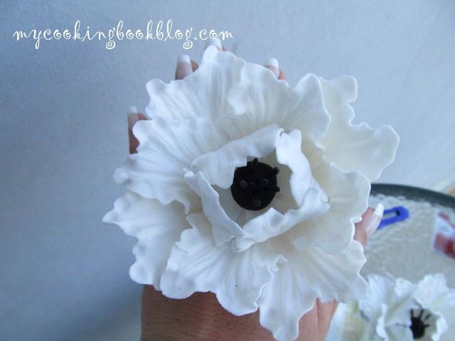 Бели цветя (големи) от захарно тесто