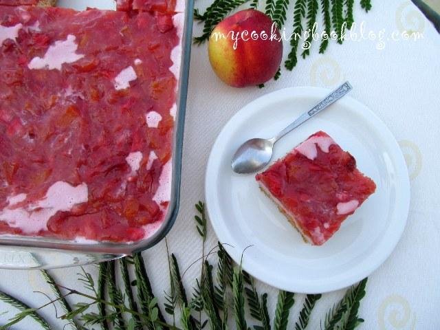 Чийзкейк (без печене) с праскови и ягоди