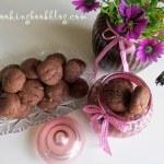 Какаови бисквити с парченца бял шоколад