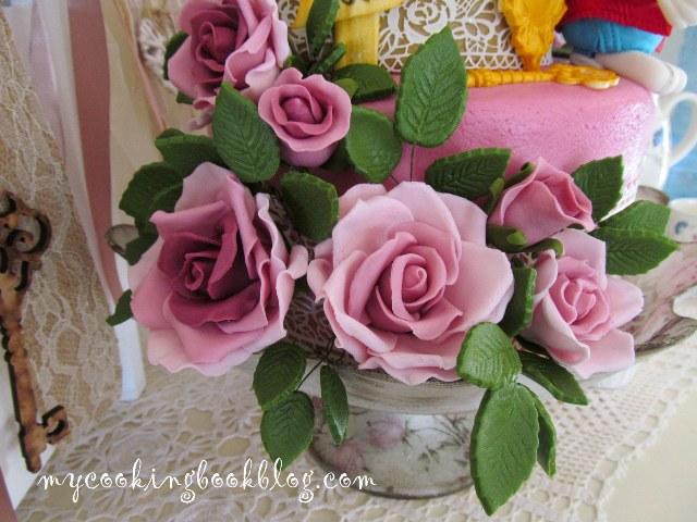 Как се правят рози от захарно тесто за моделиране (modeling paste)