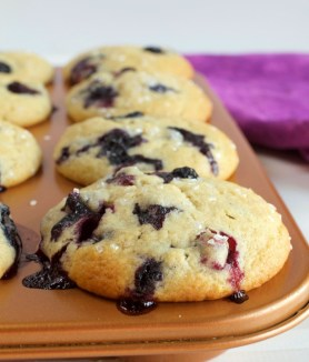 Soft & Juicy Blueberry Muffins