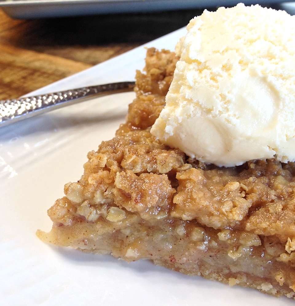 Apple Slab Pie with Crumb Topping