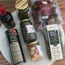 Κρητική σαλάτα με 7 παραδοσιακά κρητικά προϊόντα