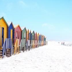 strand-strandhuisjes-zomer-vakantie-zee-oceaan-zon