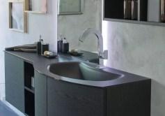 Lavabo integrato Banana in cristallo isura, con vasca piccola, senza troppopieno. L 250 (max) x P 51 x SP 1-1.5 cm
