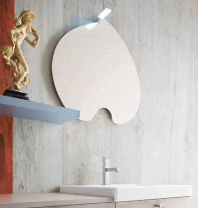 Specchiera Ciclamino senza presa ed interruttore. L 64 x P 3 x A 67 cm