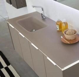 Lavabo integrato a misura Driade in cristallo, con vasca piccola, senza troppopieno. L 250 (max) x P 51 x SP 1-1.5 cm