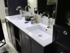 Lavabo integrato Eterea in minerlaguss, vasca grande, bianco lucido con troppopieno. L 271 (max) x P 51 x SP 1.3 cm