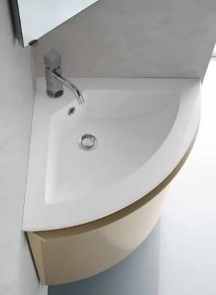 Lavabo Krono Angolo in Minerlgluss, bianco lucido, con troppopieno, sp. bordo 1.2 cm. L 51 x P 51 x A 16.5 cm