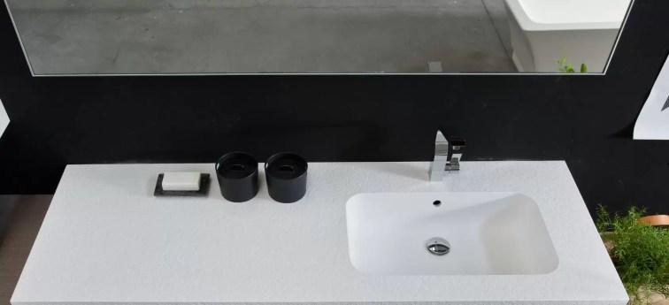 Piano con vasca integrata Print in Tekorstone, con troppopieno. L 271 x P 51 x SP 1.3 cm