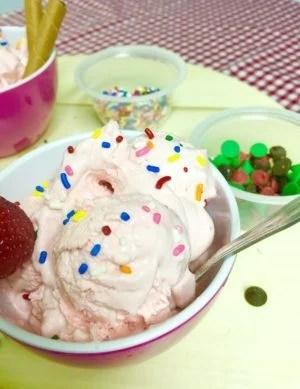 No Churn Ice-cream; Sassy Strawberry