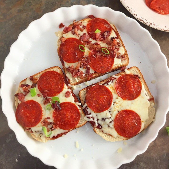 Easy no-bake microwave pizza