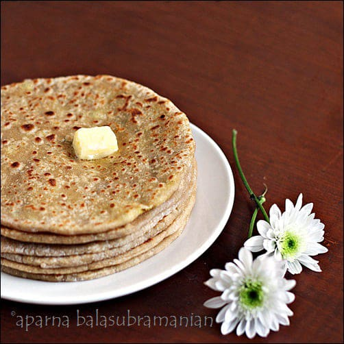 Aloo Parathas – Indian Flatbreads Stuffed With Spicy Mashed Potatoes (V)
