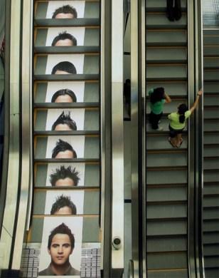 juice-salon-escalator-ad