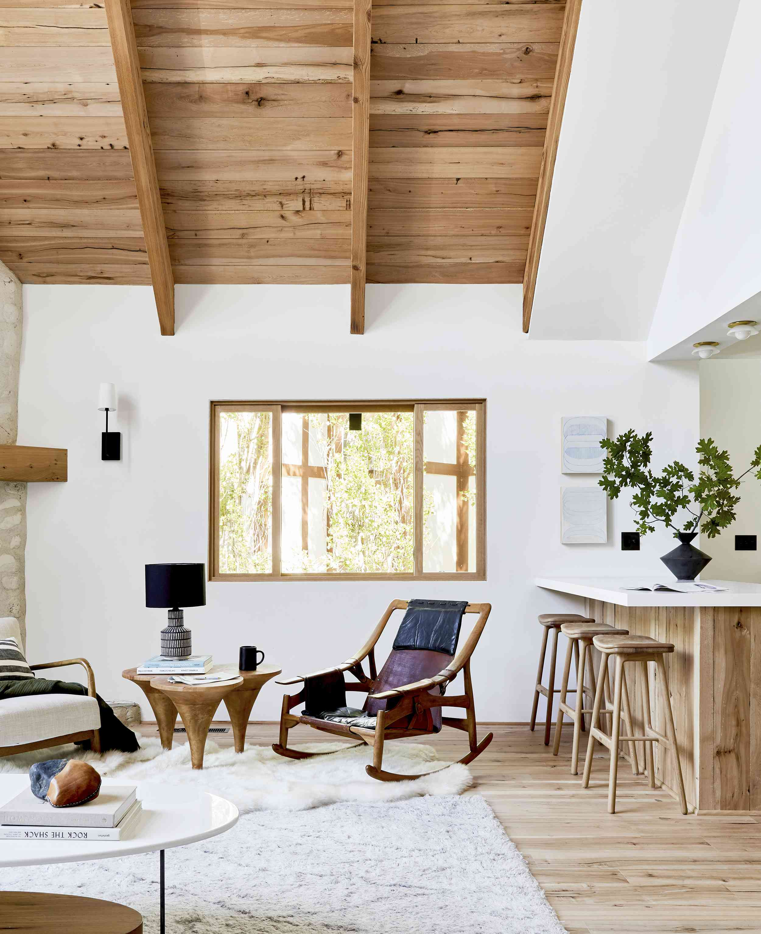 20 Rustic Living Rooms That Will Make You Wish For A Snow Day