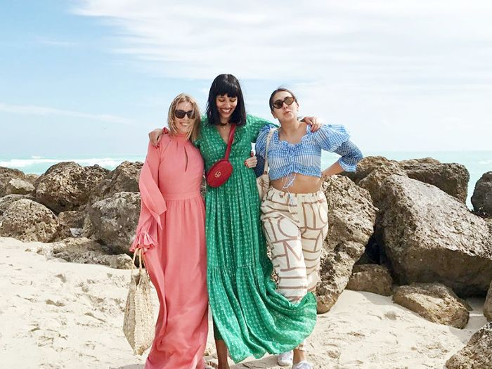 8 Beach Outfit Ideas Inspired By Fashion It Girls