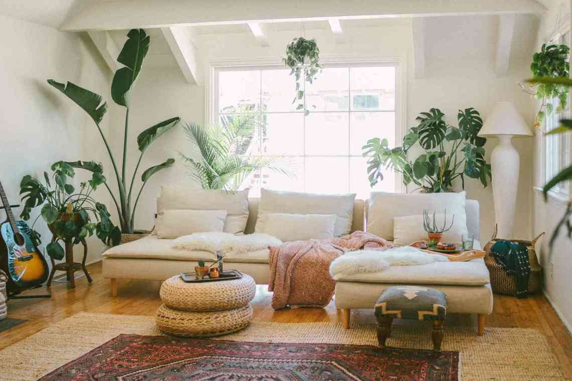 20 Beautiful Living Rooms With White Couches