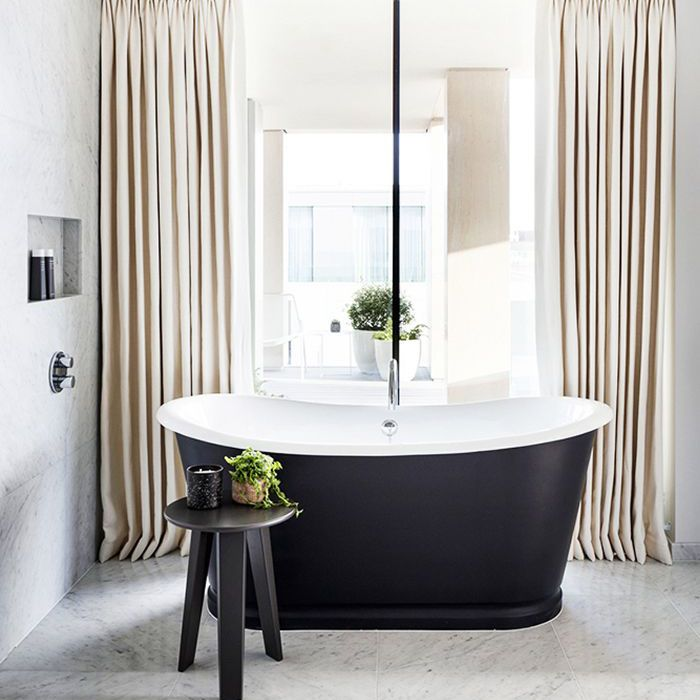 10 Minimalist Bathrooms That Are Anything But Cold