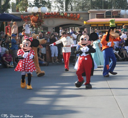 Mickey and Minnie and other important characters, parading around Town Square for the 40th Anniversary of the Magic Kingdom!