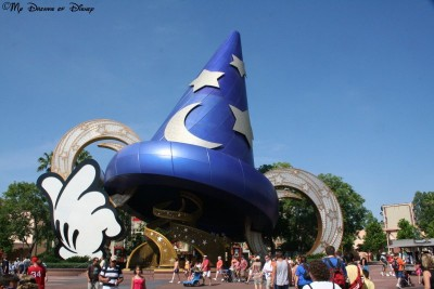 I know many people don't like it, but I like the Sorcerer Mickey Hat at Hollywood Studios -- this is my Weenie!