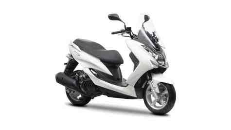 2014-Yamaha-Majesty-S-EU-Silky-White-Studio-001