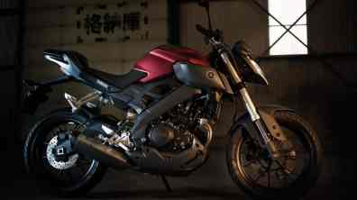 2015-Yamaha-MT125-EU-Anodized-Red-Static-005
