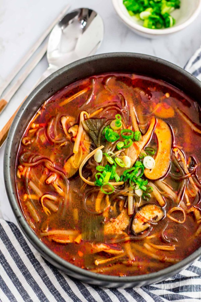 spicy mushroom yukgaejang soup (vegan version)