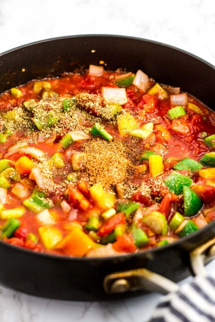 Tomato sauce with vegetable seasoned with creole seasoning