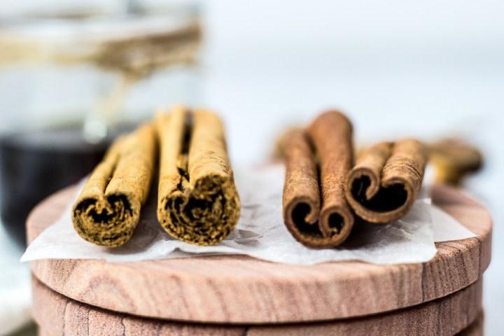 Ceylon cinnamon on the left and Cassia cinnamon on the right